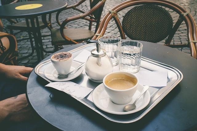 kaviareň na ulici.jpg